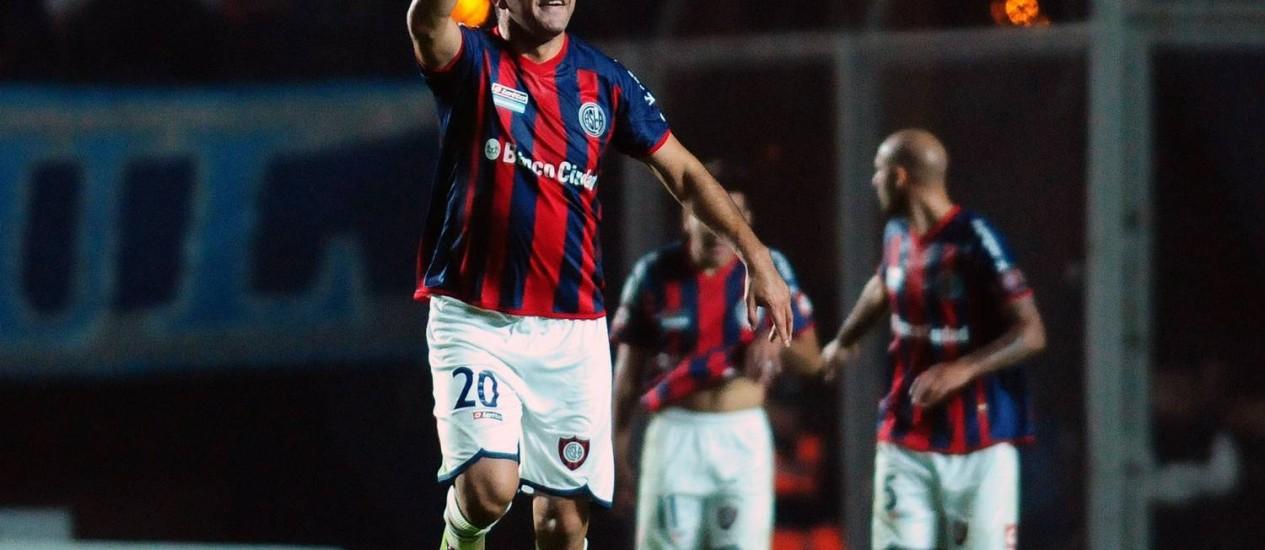 Nestor Ortigoza comemora o gol da vitória do San Lorenzo sobre o Cruzeiro Foto: Maxi Failla / AFP