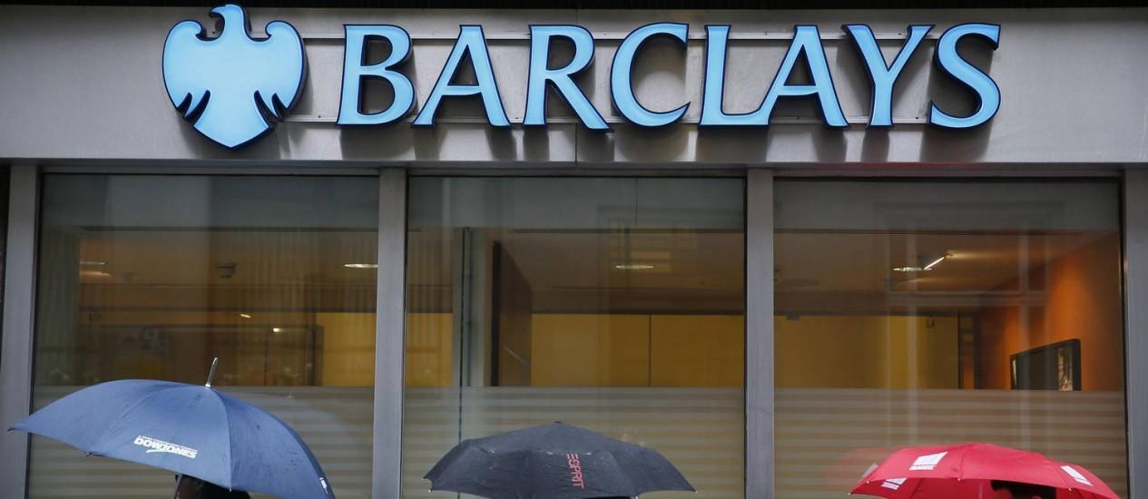 Agência do banco em Londres: aperto na fiscalização a grandes bancos pesou na decisão Foto: Stefan Wermuth/Reuters