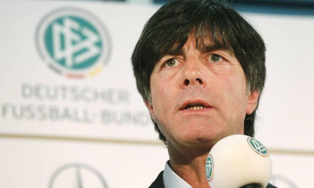 O técnico da Alemanha, Joachim Löw, divulgou a pré-lista com 30 nomes Foto: Michael Probst / AP