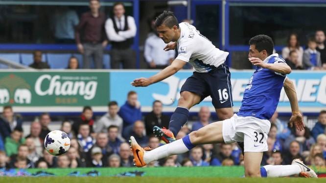 Aguero em ação pelo Manchester City, no Campeonato Inglês Foto: Russel Cheyne / REUTERS