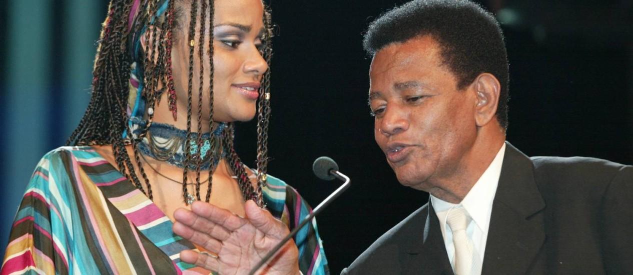 Luciana Mello e Jair Rodrigues entregam Prêmio de Revelação Solo no Prêmio Multishow de 2003 Foto: Ana Branco / Agência O Globo