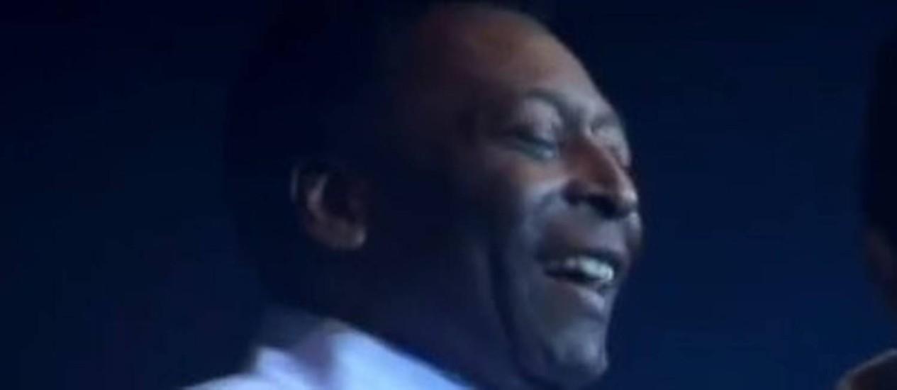 Jair Rodrigues e Pelé cantam 'Abre a porteira' Foto: Reprodução