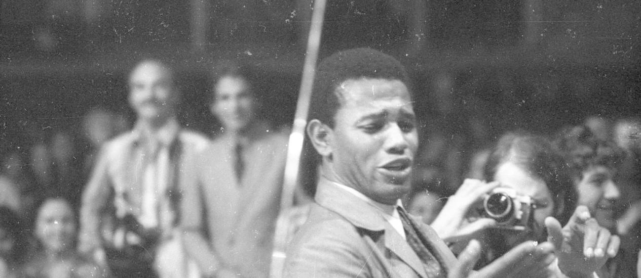 Jair Rodrigues durante o Festival Internacional da Canção de 1970 Foto: Arquivo / Agência O Globo