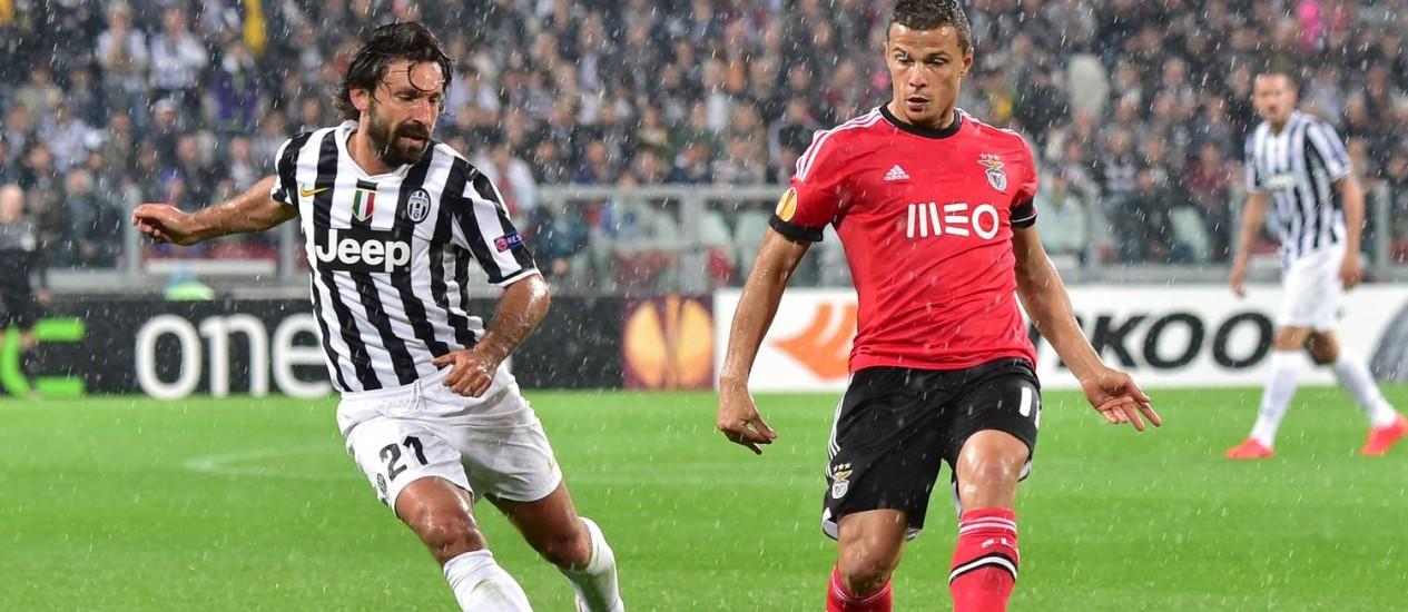 Pirlo segue conquistanto títulos, como o italiano deste ano pela Juventus Foto: Giuseppe Cacace / AFP