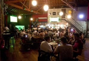 Bar La Esquina, na Lapa Foto: Guito Moreto / O Globo