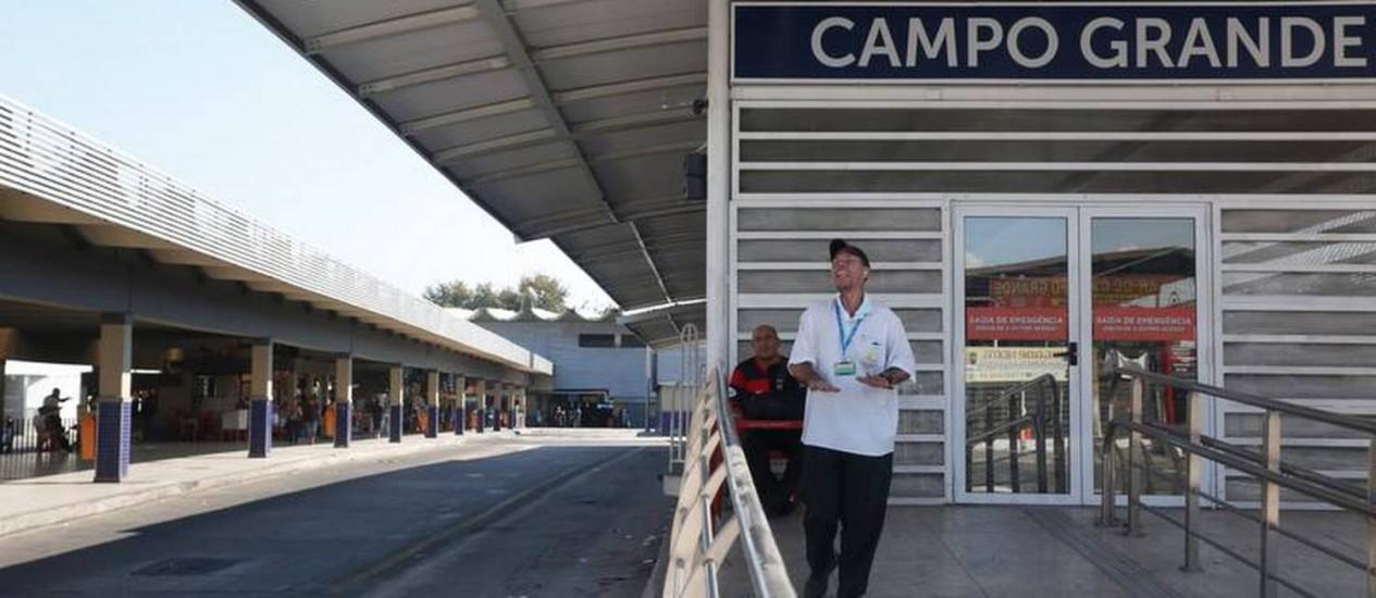 Por falta de ônibus, comércio em bairros como os da Zona Oeste foi o mais prejudicado nesta quinta-feira Foto: Custodio Coimbra / O Globo