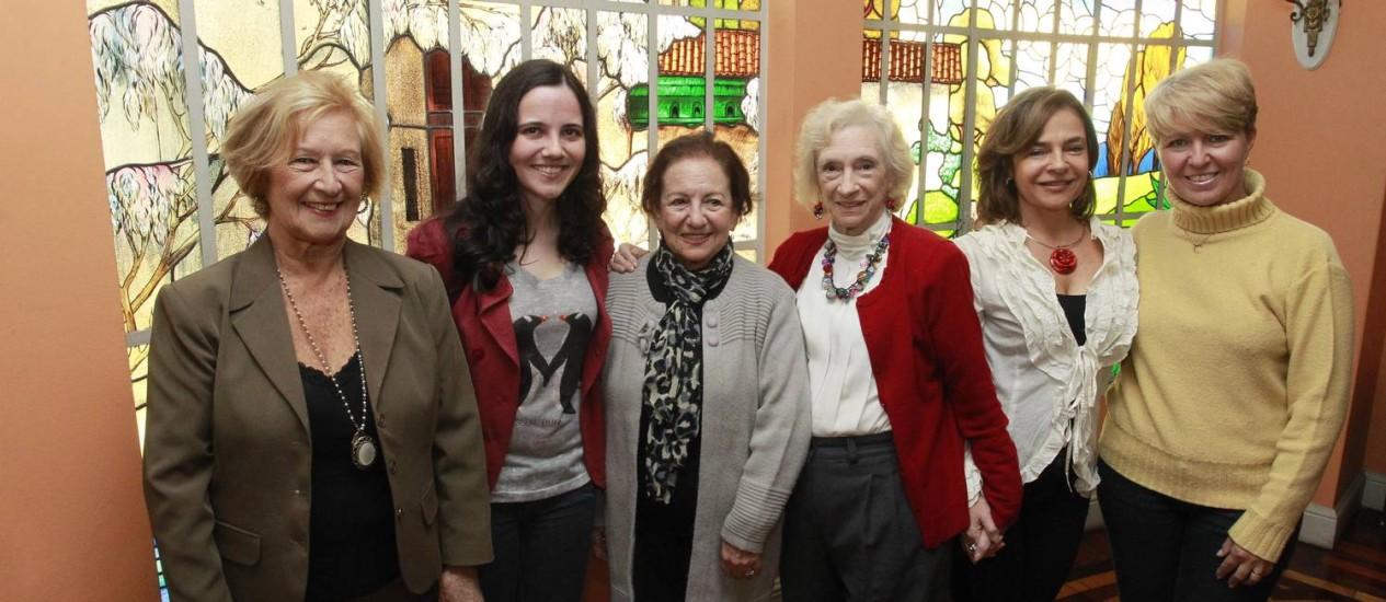Orgulhosas. Algumas das autoras reunidas na Casa de Cláudio de Souza Foto: Marcio Alves