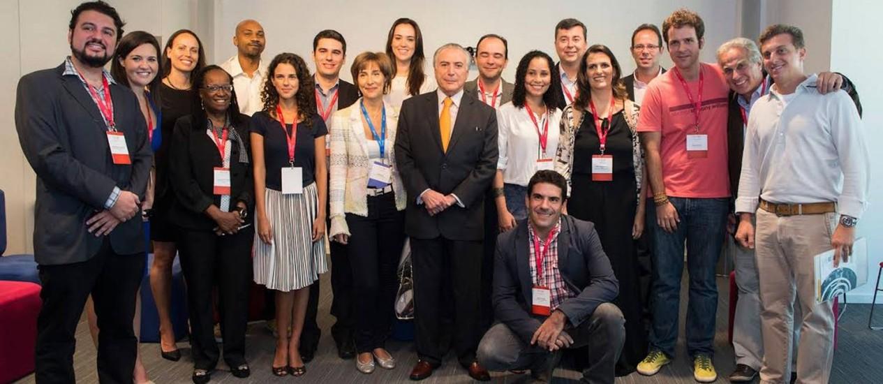 Vencedores ao lado do vice-presidente Michel Temer e de membros do juri Foto: Divulgação
