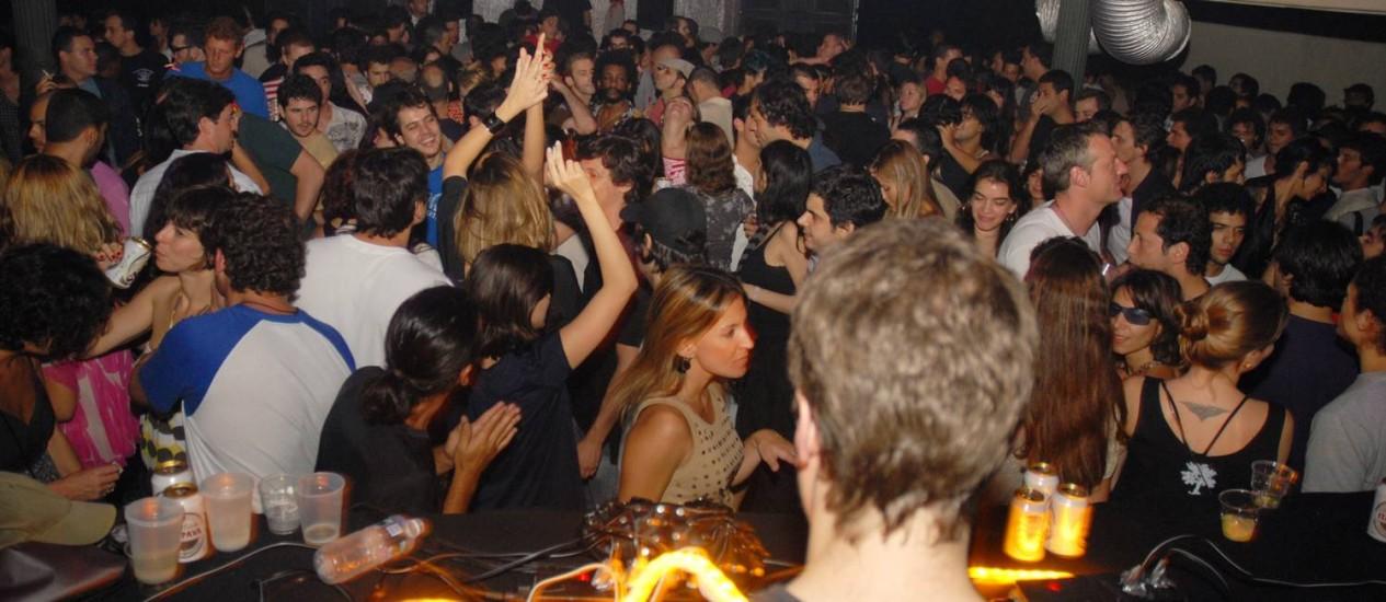 A mais 'cool'. Pista da Moo no Espaço Franklin, no Centro, em 2009, sob o comando do DJ e sócio-produtor Eduardo Christoph Foto: Divulgação / Divulgação