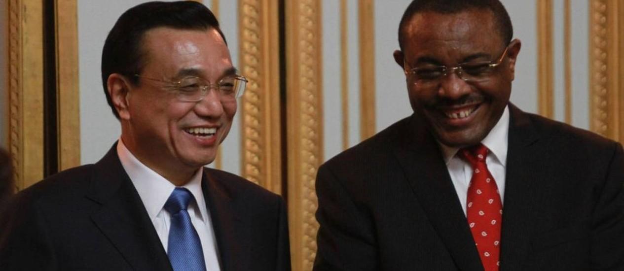 Li Keqiang, com o presidente de Etiopía, Hailemariam Desalegn Foto: AP