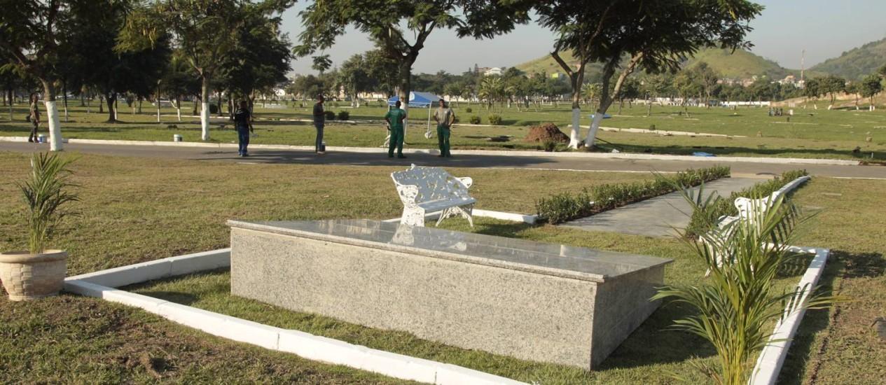 Memorial no Cemitério de Sulacap reunirá restos mortais de dez dos 12 estudantes assassinados Foto: Fábio Guimarães / Agência O Globo
