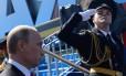 O presidente da Rússia, Vladimir Putin, participa da parada militar do Dia da Vitória, na Praça Vermelha, em Moscou