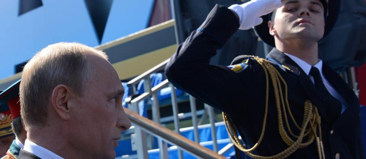 O presidente da Rússia, Vladimir Putin, participa da parada militar do Dia da Vitória, na Praça Vermelha, em Moscou Foto: KIRILL KUDRYAVTSEV / AFP