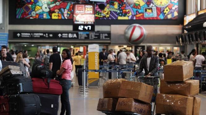 Problemas com atendimento de empresas aéreas, aprovada a legislação não seria de responsabilidade da agência de turismo que vendeu o pacote Foto: Michel Filho / Michel Filho/15-08-2012