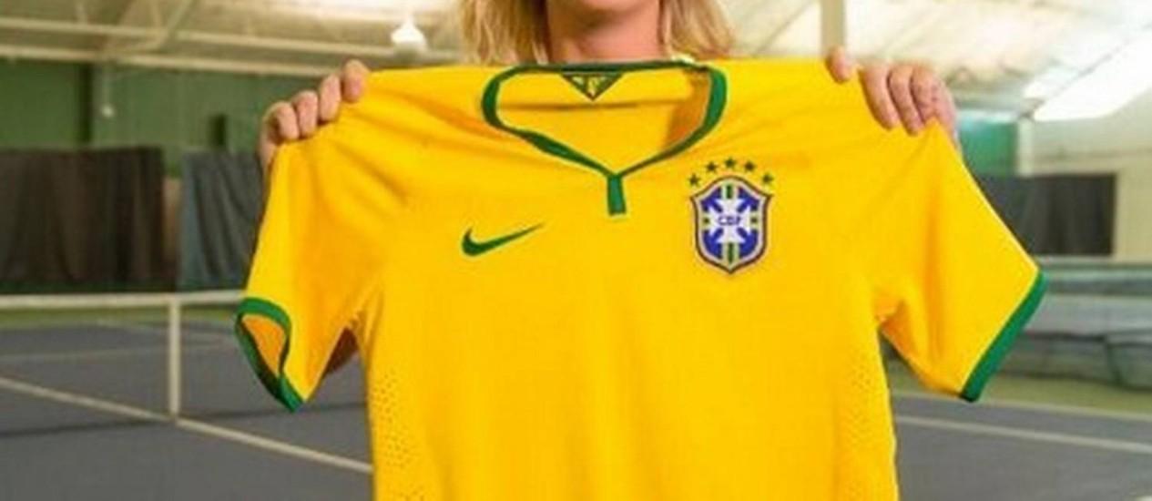 Sharapova com a camisa da seleção brasileira Foto: Reprodução do Twitter