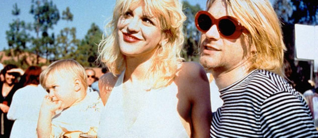 Courtney Love, Kurt Cobain e a bebê Frances Bean Foto: Reprodução de internet