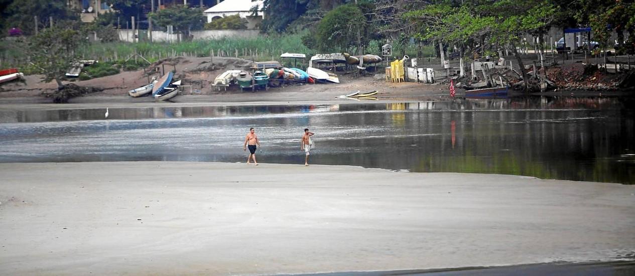 Assoreada, a Lagoa de Itaipu consta do texto da lei como contemplada com ações de recuperação ambiental e reurbanização da orla no entorno Foto: Gustavo Stephan