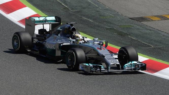 Hamilton foi o mais rápido no primeiro dia de treinos em Barcelona Foto: Josep Lago / AFP