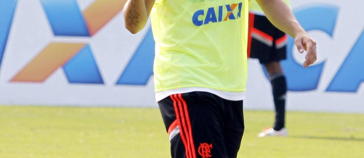 Mugni foi confirmado por Jayme de Almeida entre os titulares do Flamengo no clássico contra o Fluminense Foto: Gustavo Miranda / O Globo