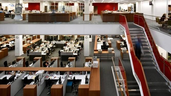 """Jornalistas trabalham na redação do """"New York Times"""", em Nova York Foto: NIC LEHOUX / VIA BLOOMBERG NEWS/16-8-2007"""
