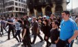 Moradores voltam a Homs, após acordo para a saída dos rebeldes sírios