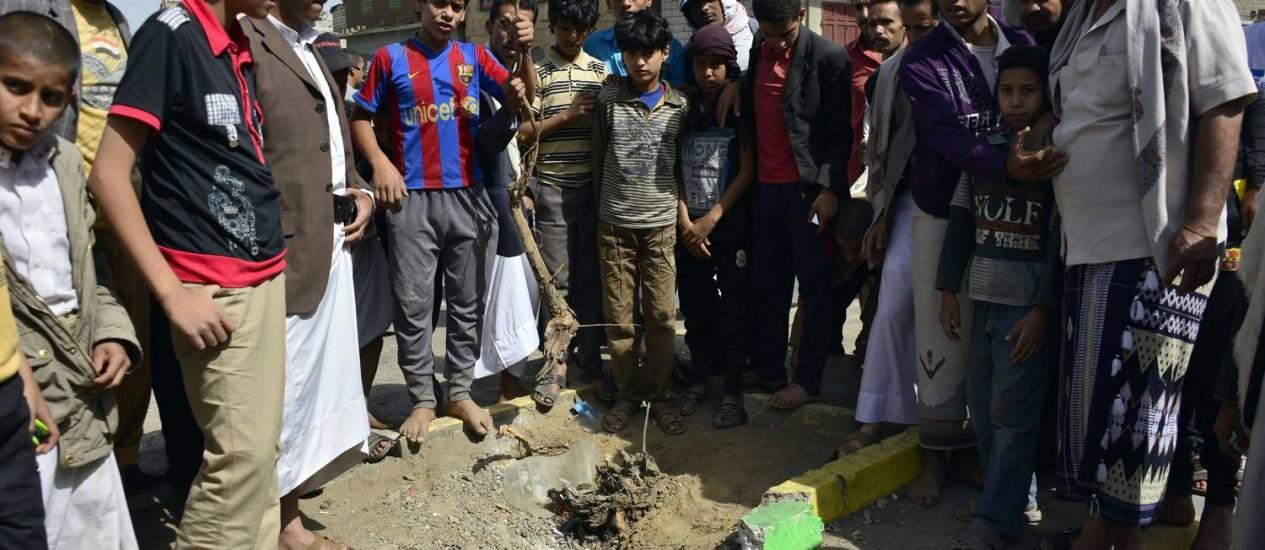 Forças de seguranças em Sanaa estão em alerta desde uma ofensiva do exército conta a al-Qaeda Foto: MOHAMMED HUWAIS / AFP