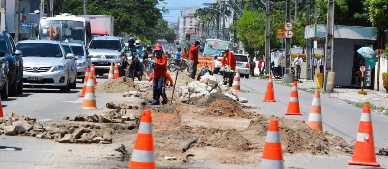 Obras em Fortaleza causam a retirada de mais de 200 árvores em uma semana Foto: Nayana Melo