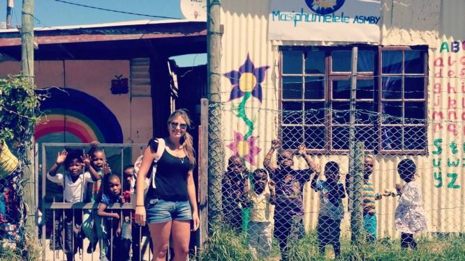 Raffaella Monteiro optou por trabalho voluntário nas férias para ter companhia. Ela trabalhou numa uma creche da África do Sul Foto: ARQUIVO PESSOAL / arquivo pessoal