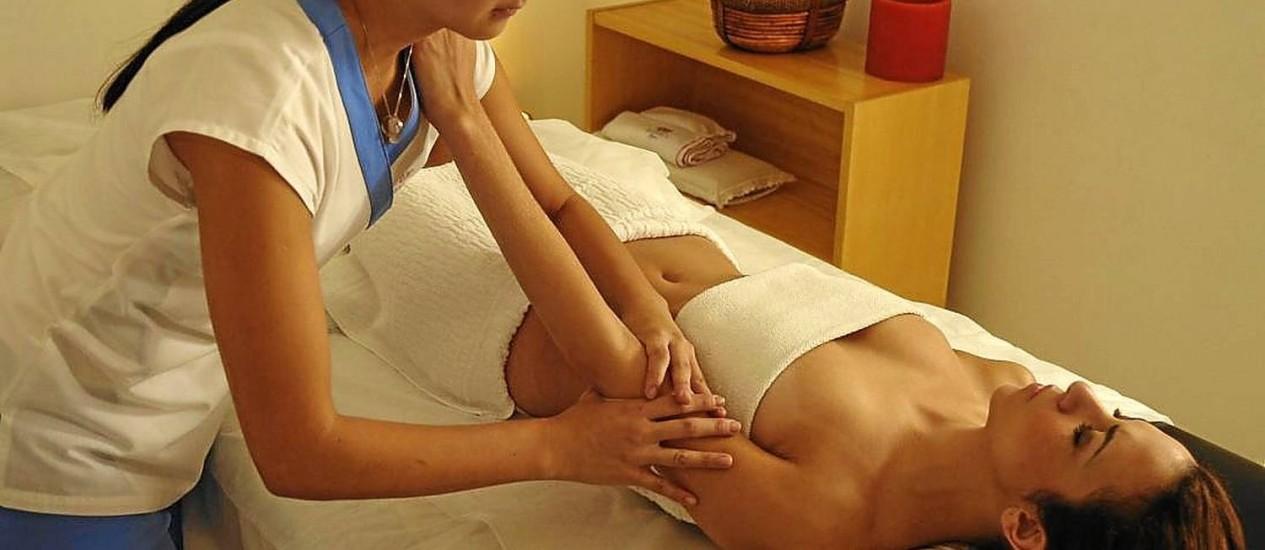Massagem antiestresse. O tratamento relaxante do Buddha Spa é um dos que estão em promoção<252> Foto: Divulgação/Buddha Spa