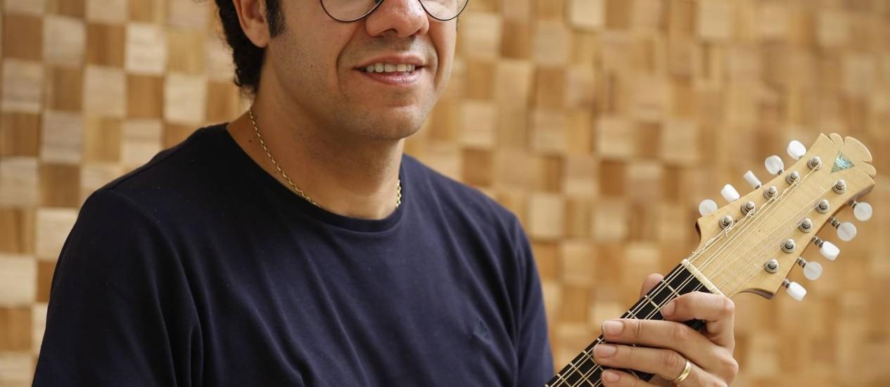 """Hamilton de Holanda: """"É um trabalho que me afirma como compositor"""", diz ele sobre as 24 canções que estão no site e num CD duplo Foto: Daniela Dacorso / Agência O Globo"""