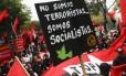 """Membros do Movemento Tupamaro em demonstração de apoio a Nicolás Maduro: """"Não somos terroristas, somos socialistas"""""""