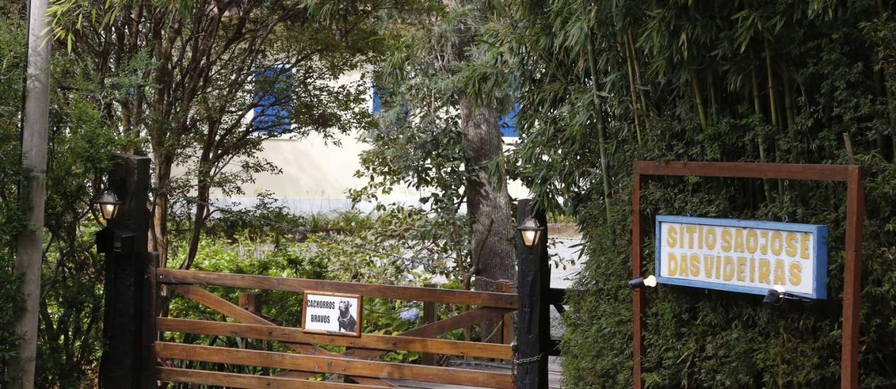 O sítio no Vale das Videiras, em Petrópolis, onde o cineasta Murilo Salles foi feito refém com mais 9 pessoas por criminosos encapuzados Foto: Pablo Jacob / Agência O Globo