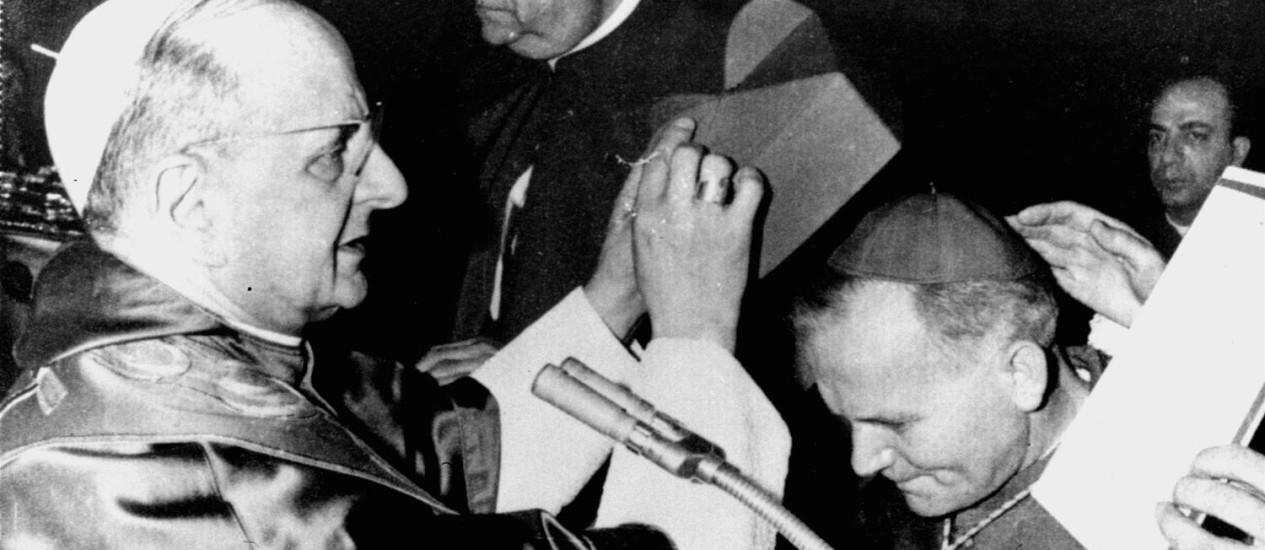 'Apóstolo andarilho'. O Papa Paulo VI ao declarar arcebispo da Cracóvia Karol Wojtyla, que se tornaria o Pontífice João Paulo II Foto: 1967 / AP