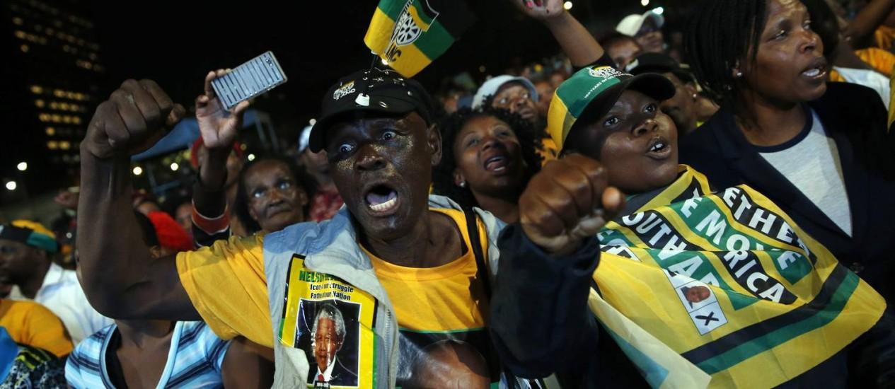 Apoiadores do CNA comemoram resultados das eleições na África do Sul Foto: MIKE HUTCHINGS / REUTERS