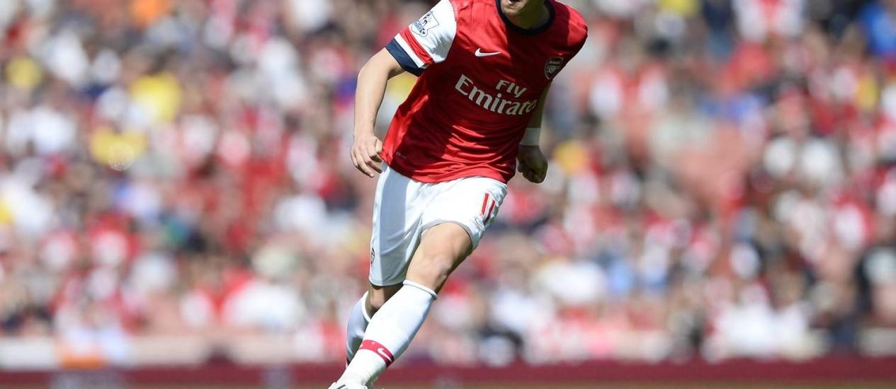 Mesut Özil atuando pelo Arsenal, da Inglaterra Foto: DYLAN MARTINEZ / REUTERS