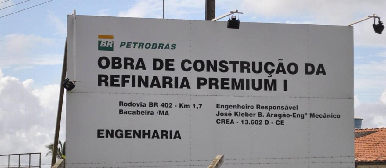 Refinaria deveria estar em pleno funcionamento em 2016, mas está paralisada Foto: Chico de Goias / Chico de Gois