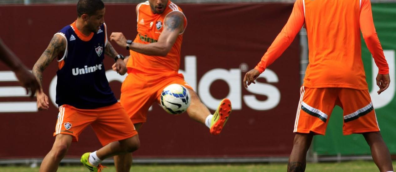 Bruno e Fred disputam a bola no treino do Fluminense Foto: Divulgação / Fluminense