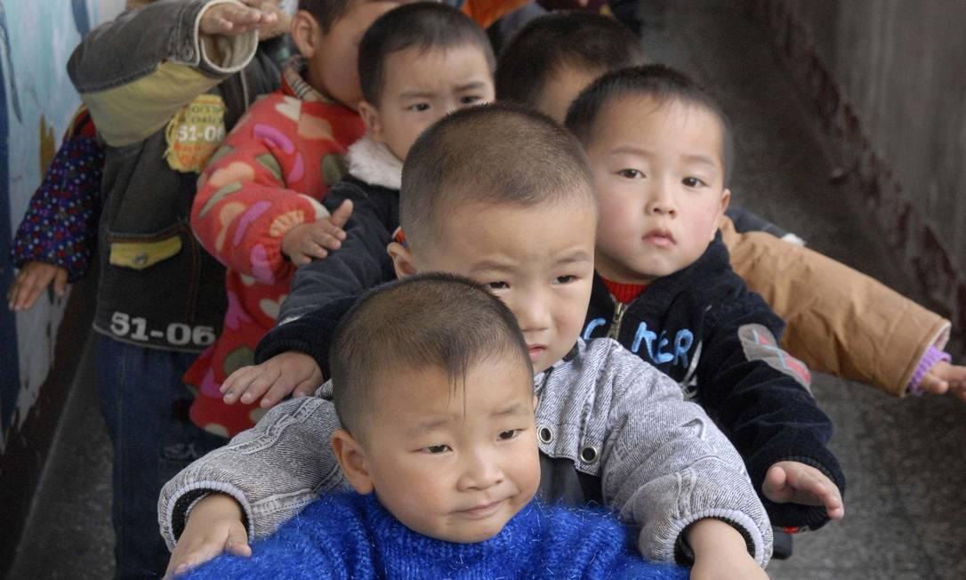 Meninos no jardim de infância, em Baokang, na província de Hubei: pais correm para ter filhos antes do Ano do Carneiro, em 2015 Foto: Reuters/2007