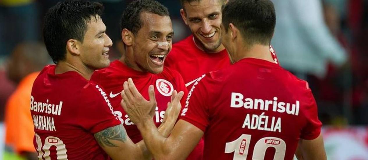 Jogadores do Inter comemoram o belo gol de Alan Patrick Foto: Divulgação / Internacional