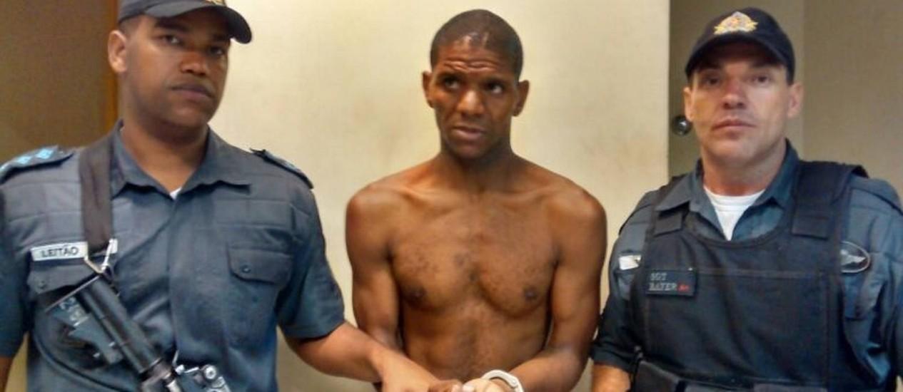 O sequestrador Paulo Alberto foi levado para a delegacia da Pavuna Foto: Divulgação