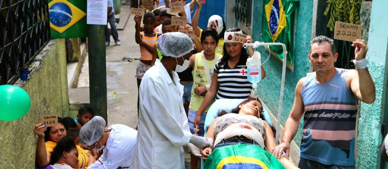 Moradores do Jacarezinho fizeram encenação para protestar contra situação da saúde pública no Brasil - Foto: Divulgação/ Rio de Paz