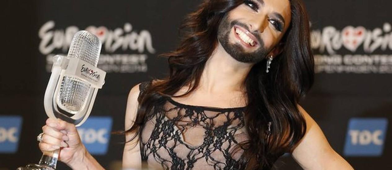 Travesti Conchita Wurst vence o concurso europeu de calouros Foto: AP