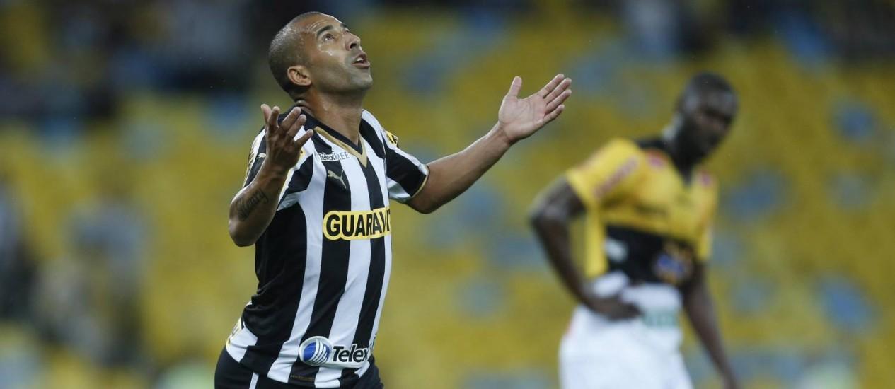 Emnerson, artilheiro do Brasileiro, faz alerta ao Botafogo para não relaxar após golear o Criciúma Foto: Alexandre Cassiano / Agência O Globo