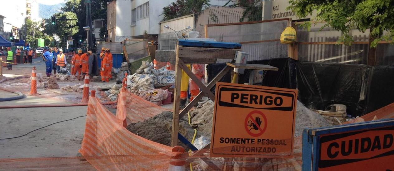 Interdição em trecho da Rua Barão da Torre, em Ipanema, devido a obras da Linha 4 do metrô Foto: Antônio Scorza / O Globo