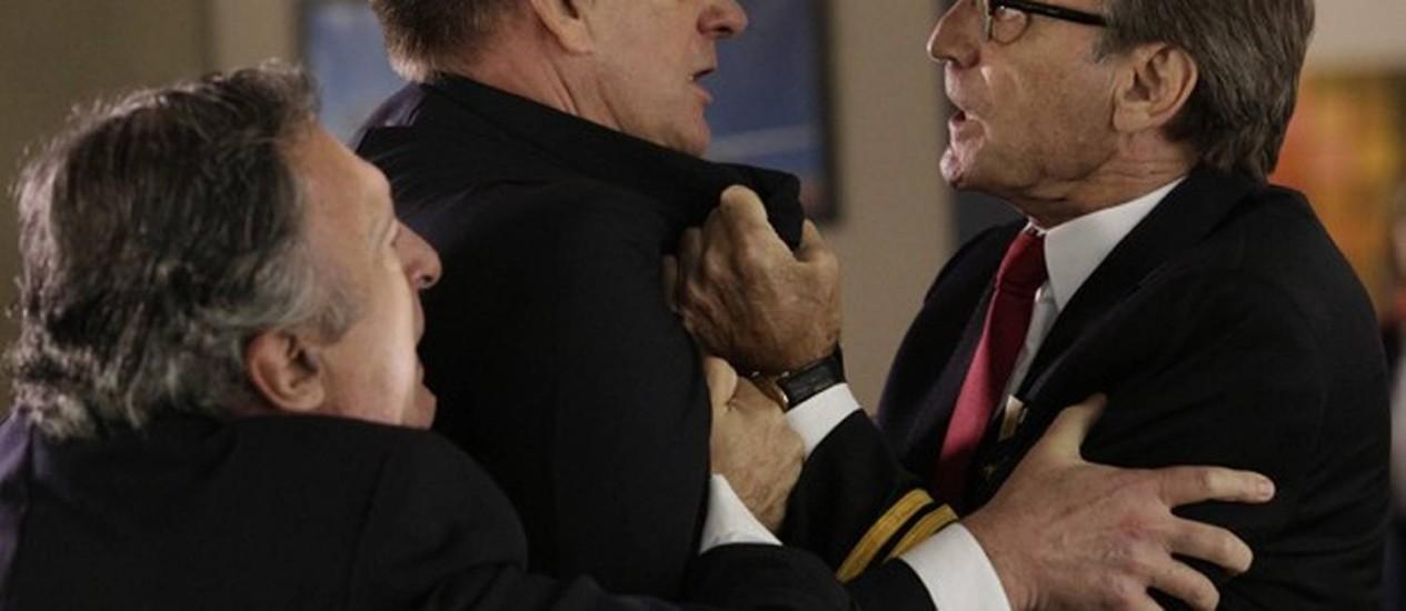 Ricardo agride colega após cair em armação de Branca Foto: Divulgação/ TV Globo