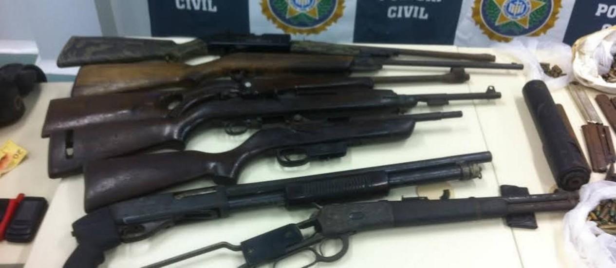 Armas roubadas do sítio de Paulo Malhães e recuperadas pela polícia do Rio Foto: Rafaela Marinho/O Globo