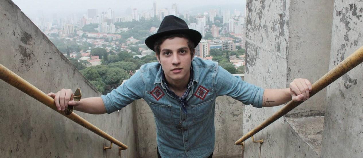 Chay Suede será o protagonista de Aguinaldo Silva na fase jovem Foto: Divulgação