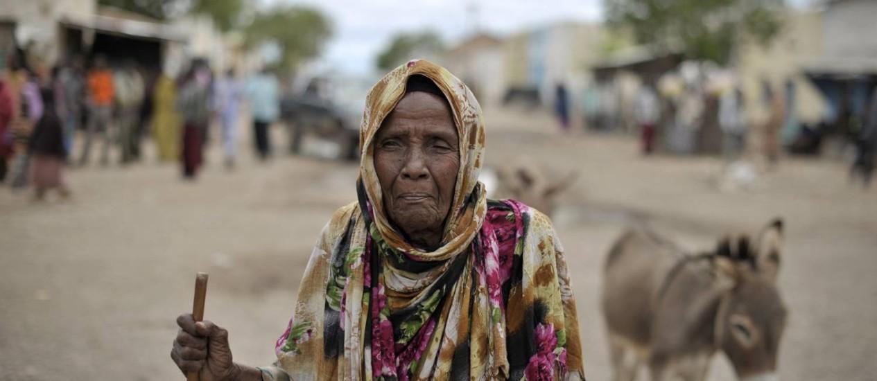 Moradora de Hudur, na Somália, cidade que foi retomada de radicais da al-Qaeda há dois meses Foto: TOBIN JONES/AFP