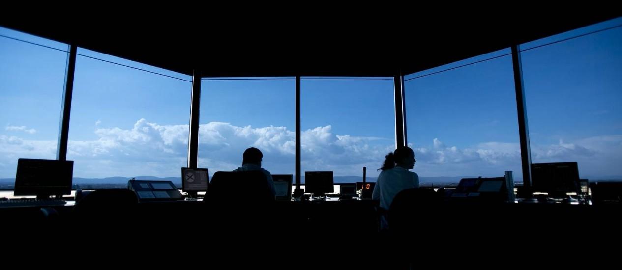 Torre de controle no estado de Maryland, EUA: sistema caiu ao exceder memória, disse a FAA. Foto: / Foto Bloomberg