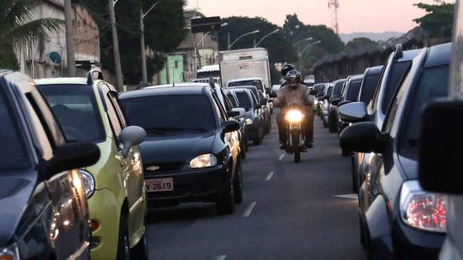 Avenida Pastor Martin Luther King congestionada devido à greve dos rodoviários Foto: Thiago Lontra / Agência O Globo
